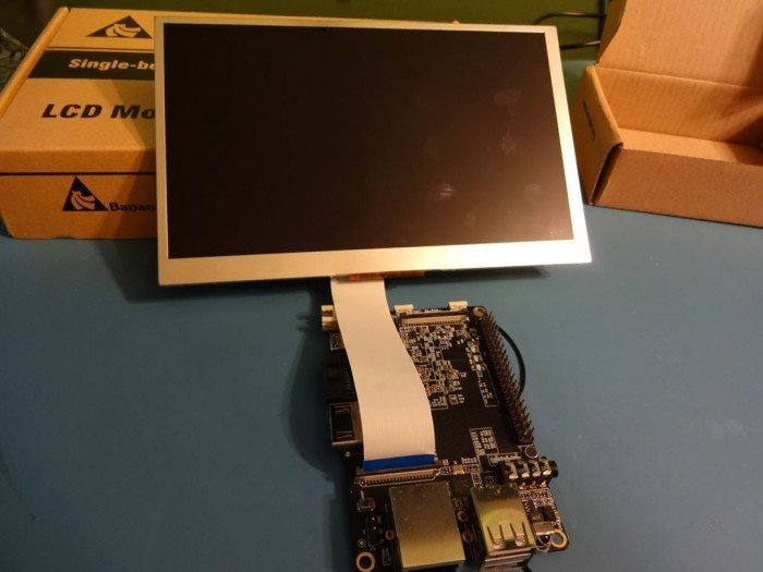 Ekran LCD podłączony do Banana Pi Pro
