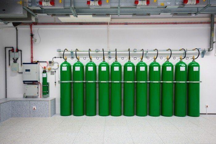 Centrum Informatyczne Świerk - butle systemu gaśniczego 1