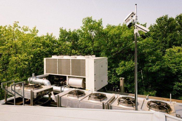 Centrum Informatyczne Świerk - instalacje na dachu 1