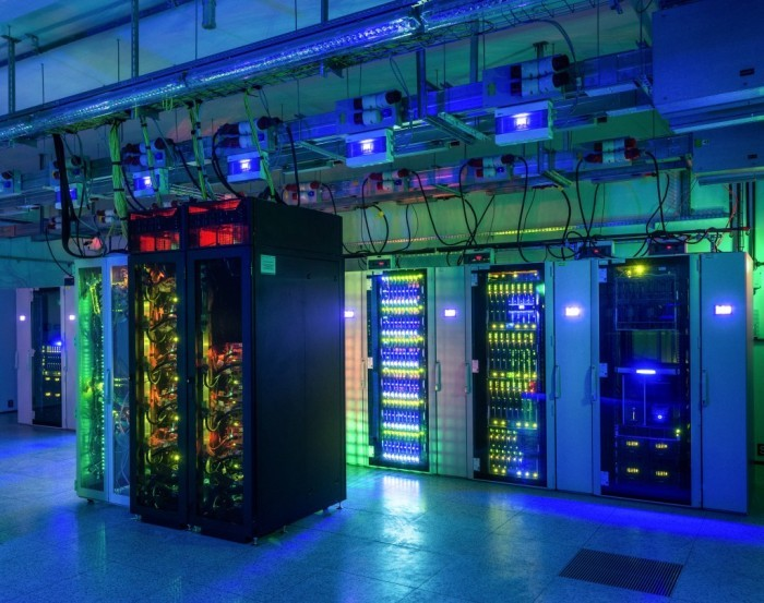 Centrum Informatyczne Świerk - superkomputer w nocy