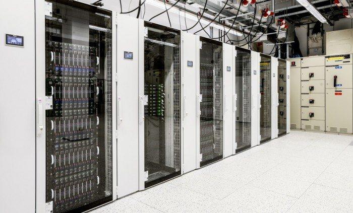 Centrum Informatyczne Świerk - szafy 2