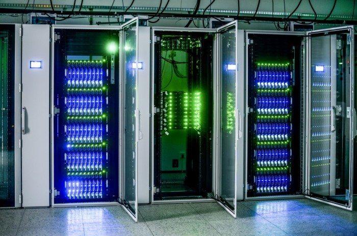 Centrum Informatyczne Świerk - szafy podświetlone 1