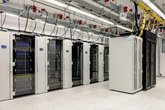 Centrum Informatyczne Świerk - szafy serwerowe 1