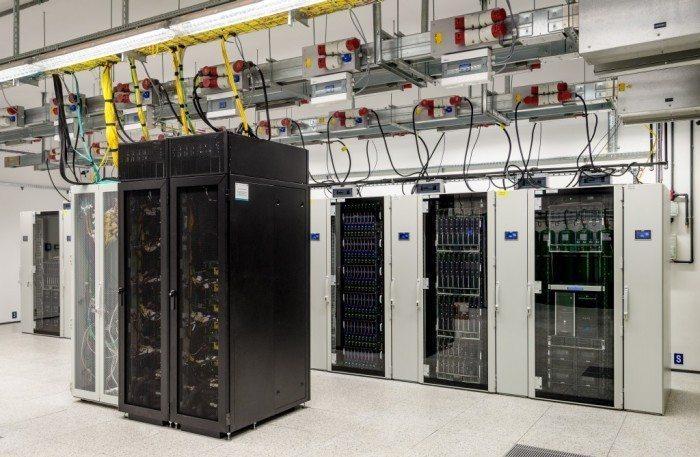 Centrum Informatyczne Świerk - szafy serwerowe 2