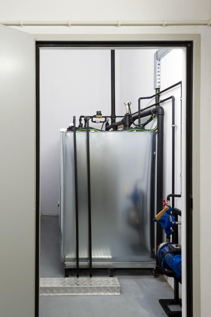 Centrum Informatyczne Świerk - zbiorniki paliwa do agregatu prądotwórczego