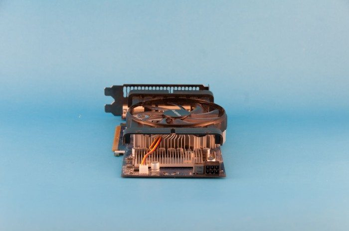 Gigabyte GeForce GV-N550OC-1GI - zasilanie