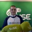 Open Source Summit 2015 - redaktor naczelny Michał Olber i maskotka SUSE