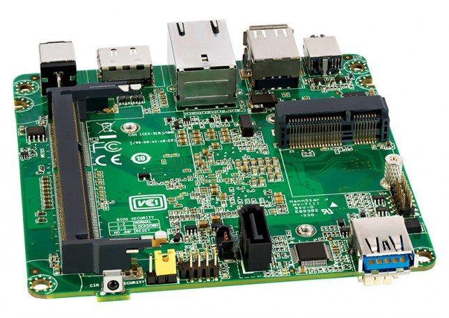 Intel NUC Kit DN2820FYKH - płyta główna przód