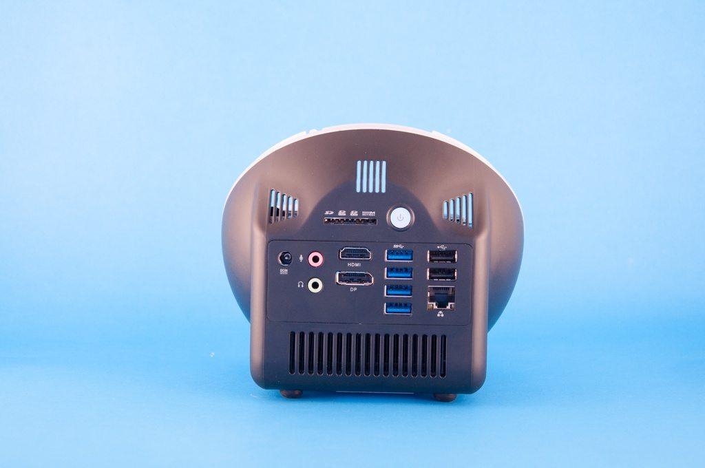 ZBOX Sphere OI520 Plus - bok i USB