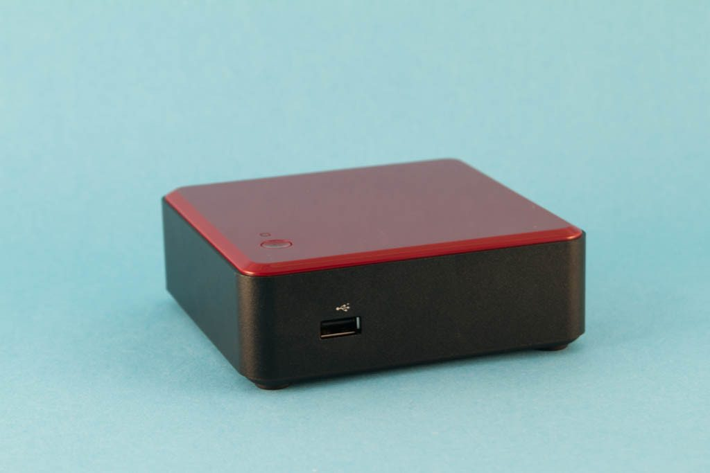 Intel NUC - NUC DC3217BY - porty z przodu