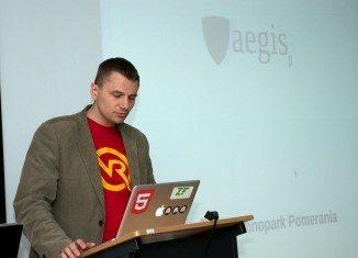 Webclusters - Rafał Malujda podczas prezentacji Fundacji Aegis